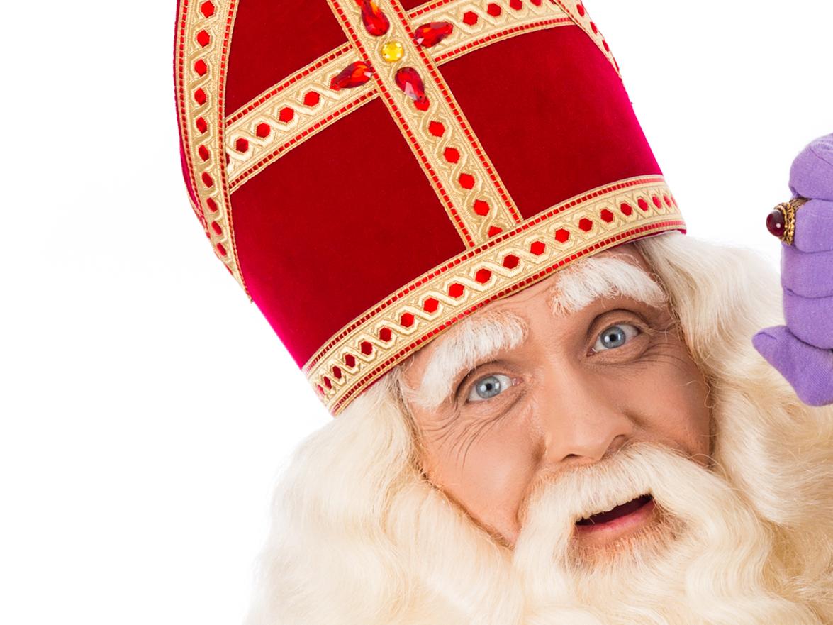 Een goochelaar als voorprogramma van Sinterklaas